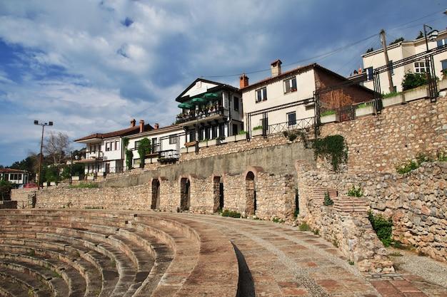 Anfiteatro romano na cidade de orquídea, macedônia Foto Premium