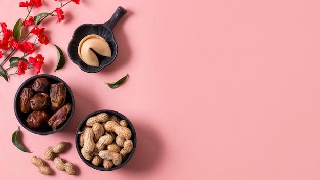 Ano novo chinês com biscoitos da sorte Foto gratuita