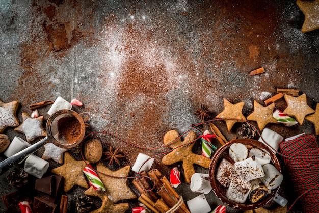 Ano novo, guloseimas de natal, doces. xícara de chocolate quente com marshmallow frito Foto Premium