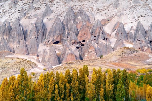 Antiga casa de caverna perto de goreme, capadócia, na turquia. Foto gratuita