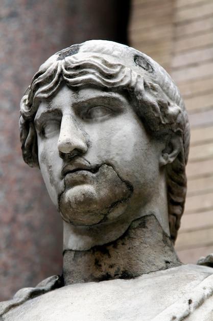 Antiga estátua romana Foto Premium