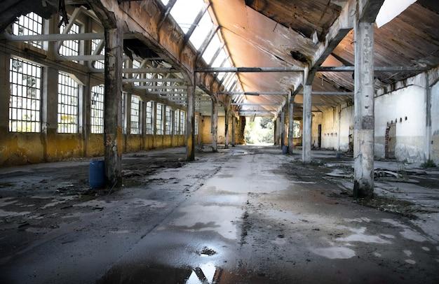 Antiga fábrica abandonada Foto Premium