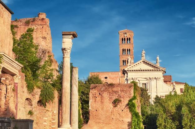 Antiga, igreja, e, colunas, parte, fórum, museu, em, roma, itália Foto Premium