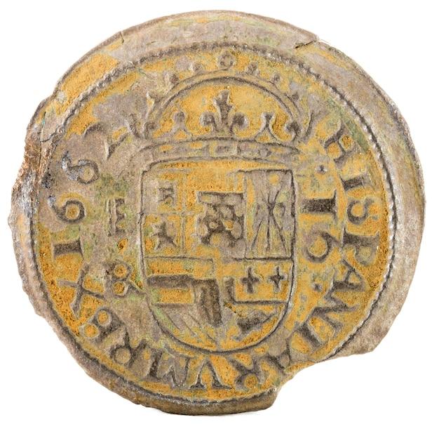 Antiga moeda espanhola de cobre do rei felipe iv. cunhado em segóvia. 16 maravedis. Foto Premium