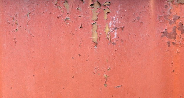 Antigo fundo de metal pintado enferrujado. textura de pintura descascada vermelha. Foto Premium