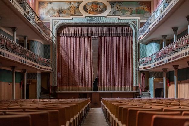 Antigo teatro abandonado Foto Premium
