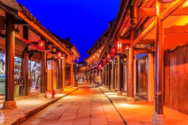 Antiguidades largas beco raios de sol chineses Foto gratuita