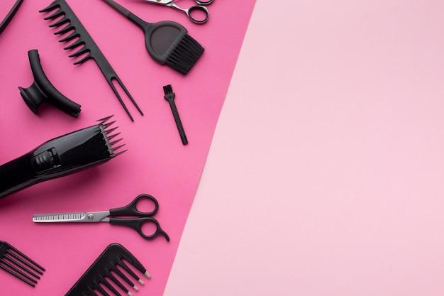 Aparador de cabelo e suprimentos copiam o espaço Foto gratuita
