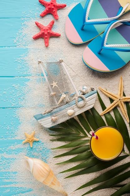 Apartamento leigos barco com conceito de praia Foto gratuita