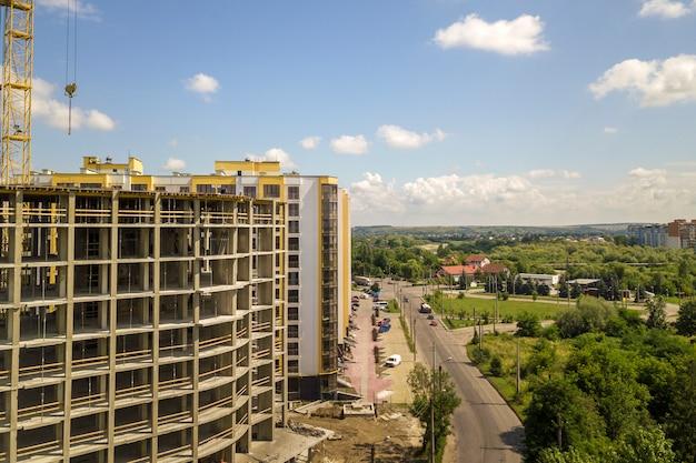 Apartamento ou escritório alto edifício de concreto em construção. Foto Premium