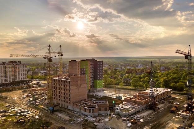 Apartamento ou prédio de escritórios em construção. Foto Premium