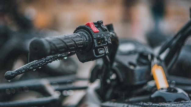 Apertos de guidão de borracha preta de motocicleta Foto Premium