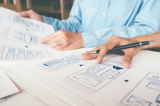 Aplicativo de planejamento do creative web designer e desenvolvimento do layout do modelo Foto Premium