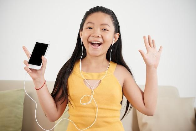 Apreciando música Foto gratuita