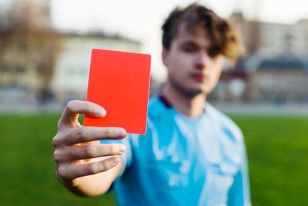 Árbitro, mostrando, cartão vermelho Foto Premium