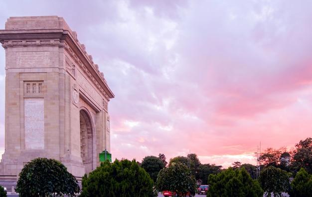 Arco do triunfo em bucareste Foto Premium