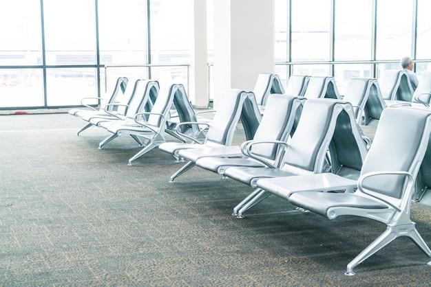 Área de espera vazia do terminal do aeroporto Foto gratuita