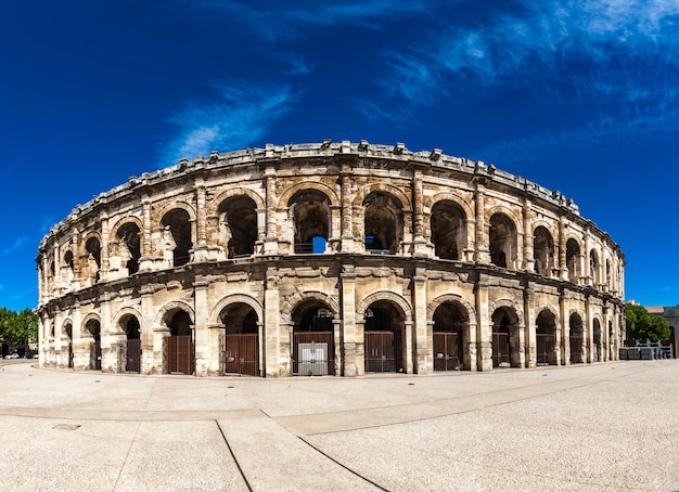 Arena de nimes, anfiteatro romano na frança Foto Premium
