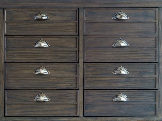 Armários de arquivo de madeira marrom com gavetas. Foto Premium