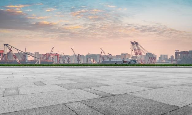 Armazém terminal de contêineres portuários de qingdao Foto Premium