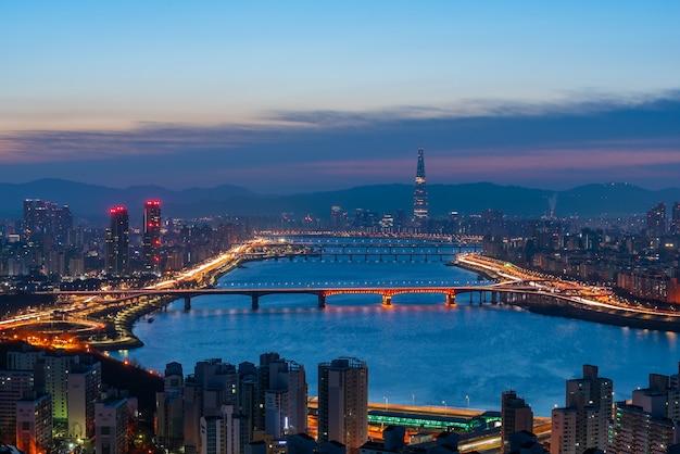 Arquitectura da cidade bonita na torre de lotte world na cidade de seoul, coreia do sul. Foto Premium