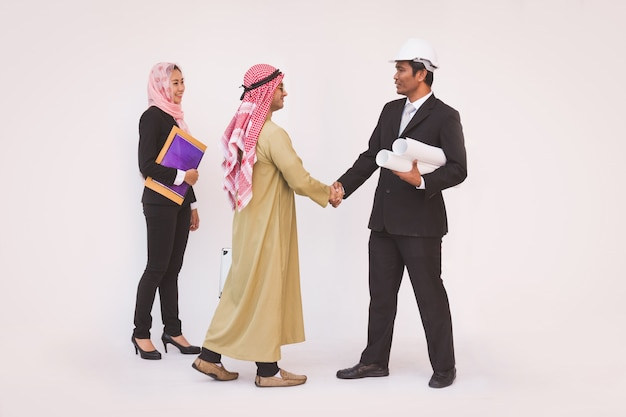 Arquiteto de engenheiro de construção de equipe de negócios e trabalhador Foto Premium