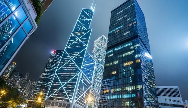 Arquitetura da cidade de hong kong, visão noturna, arranha-céu, china Foto Premium