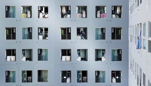 Arquitetura de residência urbana mostra população da coroa vivendo de uma vista elevada da propriedade Foto Premium