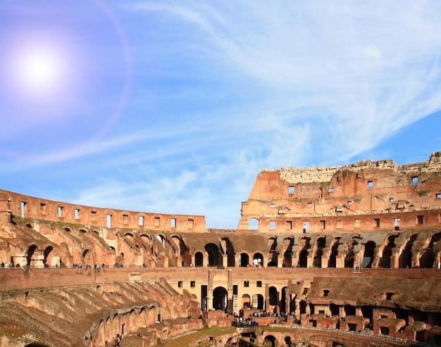 Arquitetura do coliseu de roma Foto Premium
