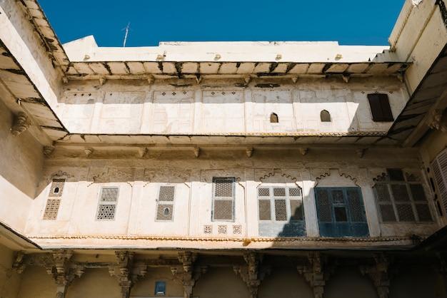 Arquitetura do palácio da cidade em udaipur rajastão, índia Foto gratuita