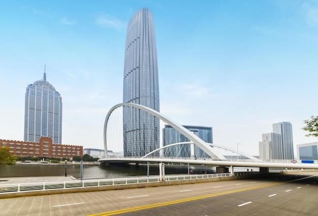 Arquitetura urbana moderna, pontes e vias expressas em tianjin, china Foto Premium