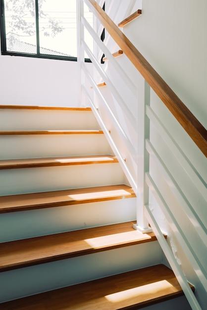 Arquitetura vazia do degrau da escada Foto Premium