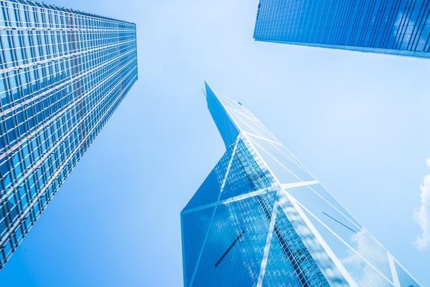 Arranha-céu de negócios na cidade de hong kong Foto gratuita
