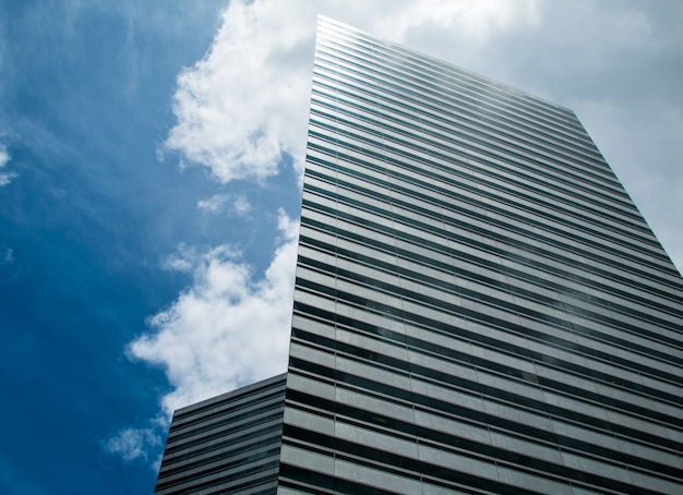 Arranha-céus e céu azul Foto Premium