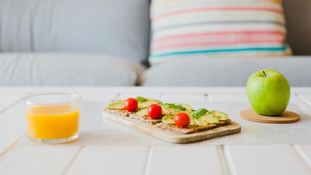 Arranjo de alimentos saudáveis para o café da manhã Foto gratuita