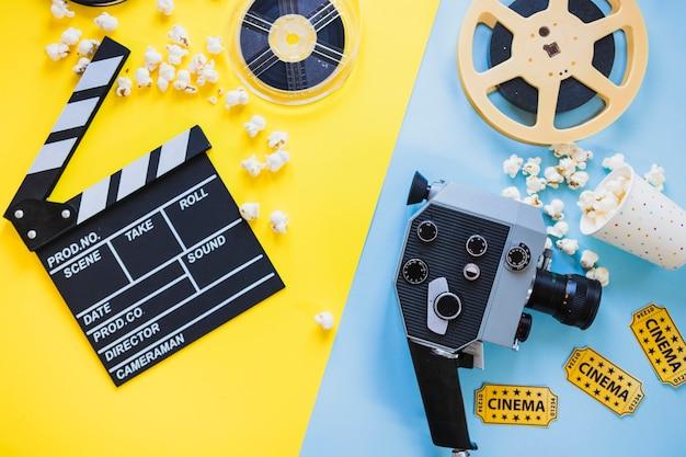 Arranjo de câmera de cinema e bobinas Foto gratuita