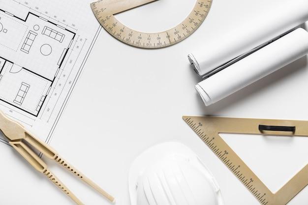 Arranjo de elementos arquitetônicos em fundo branco Foto Premium