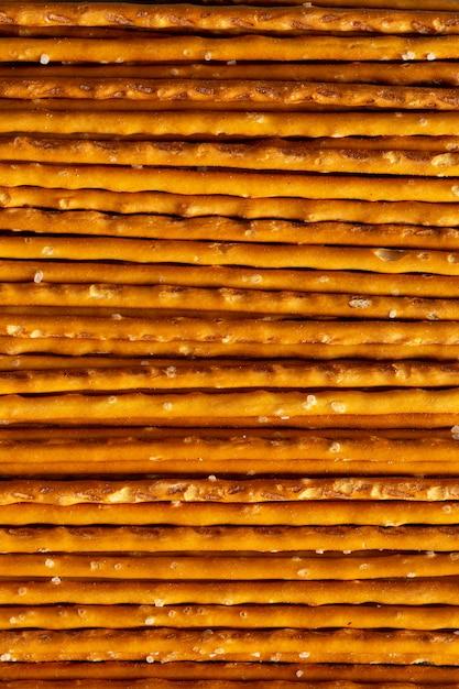 Arranjo de palitos salgados de vista superior Foto gratuita