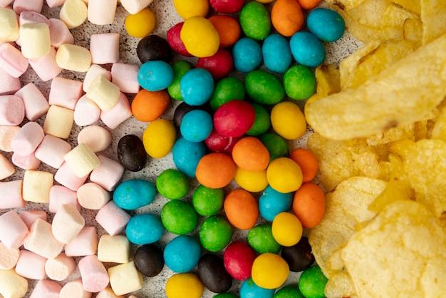 Arranjo de snacks com vista superior Foto gratuita