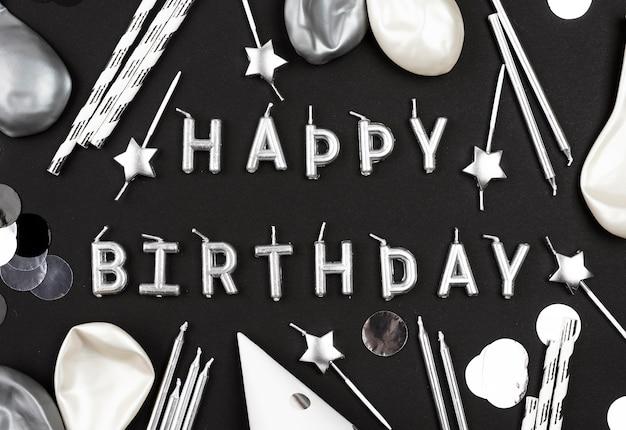 Arranjo de velas para feliz aniversário Foto gratuita