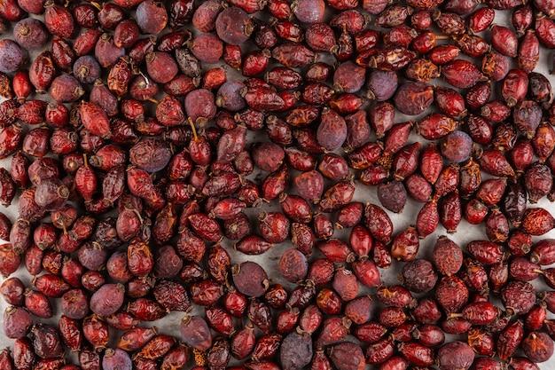 Arranjo de vista superior com frutas vermelhas secas Foto gratuita