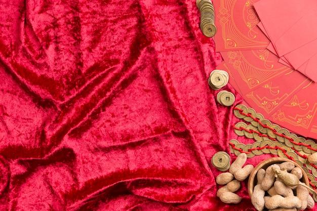 Arranjo do ano chinês novo com amendoins e espaço de cópia Foto gratuita