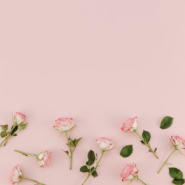 Arranjo floral com espaço de cópia Foto gratuita