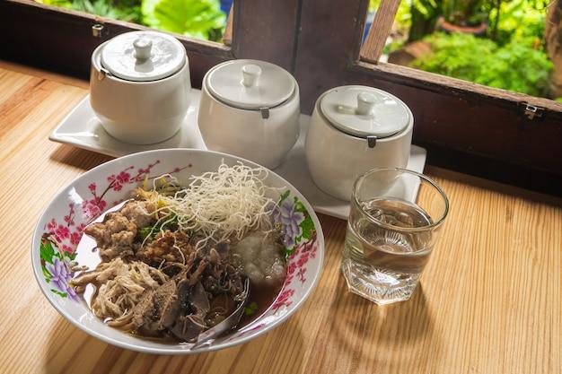 Arroz de arroz arroz cozido comida tailandesa café da manhã popular asiático Foto Premium