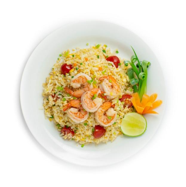 Arroz frito com camarão e tomate prato popular da comida tailandesa Foto Premium