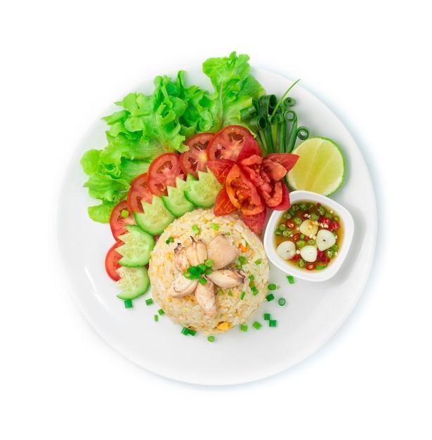Arroz frito com caranguejo e ovos comida tailandesa e comida asiática Foto Premium