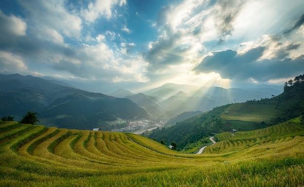 Arrozais em terraços de mu cang chai, yenbai, vietnam. paisagens do vietnã. Foto Premium