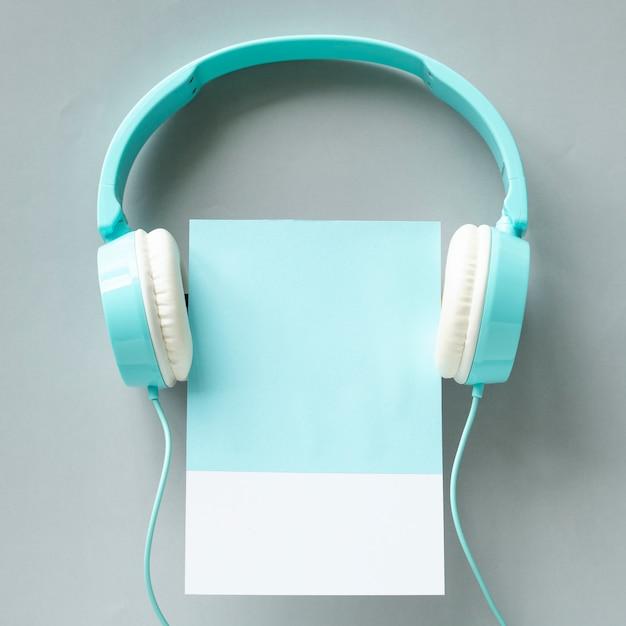 Arte de artesanato de papel de fones de ouvido Foto gratuita