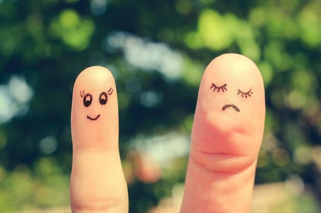 Arte do dedo de namoradas. o conceito de mulher é magra e mulher é gorda. imagem enfraquecida. Foto Premium