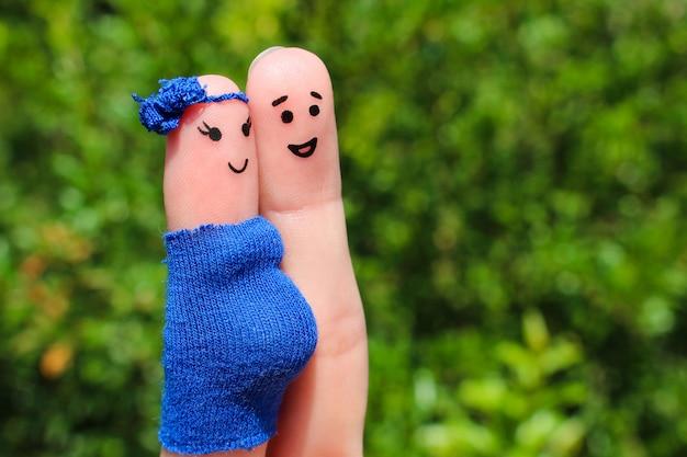 Arte do dedo de um casal feliz. mulher está grávida. Foto Premium